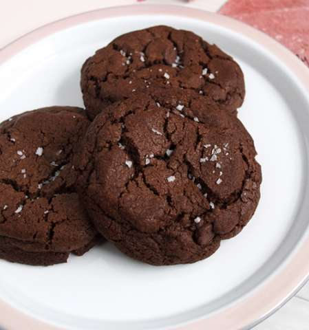 Chocolate caramel cookies with sea salt